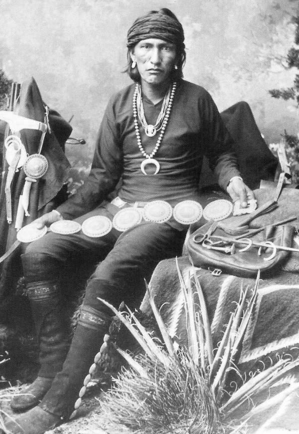 navajo-silversmith-slim-bae-ie-schluch-aichin-slender-maker-of-silver